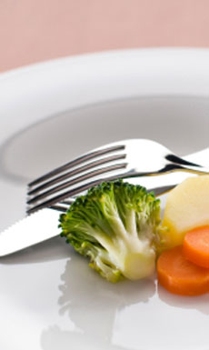 """¿Estás comiendo """"poco y equilibrado"""" para adelgazar? Yo también cometi ese error, haz esto en su lugar..."""